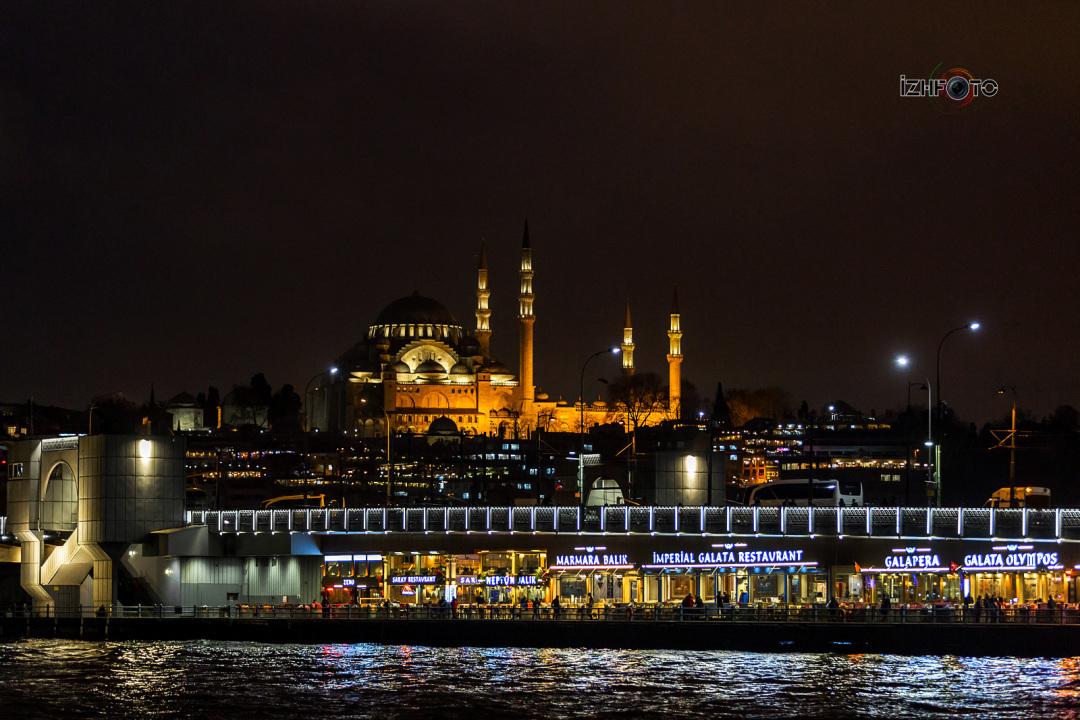 Удивительные виды Стамбула с Галатским мостом в Стамбуле ночью
