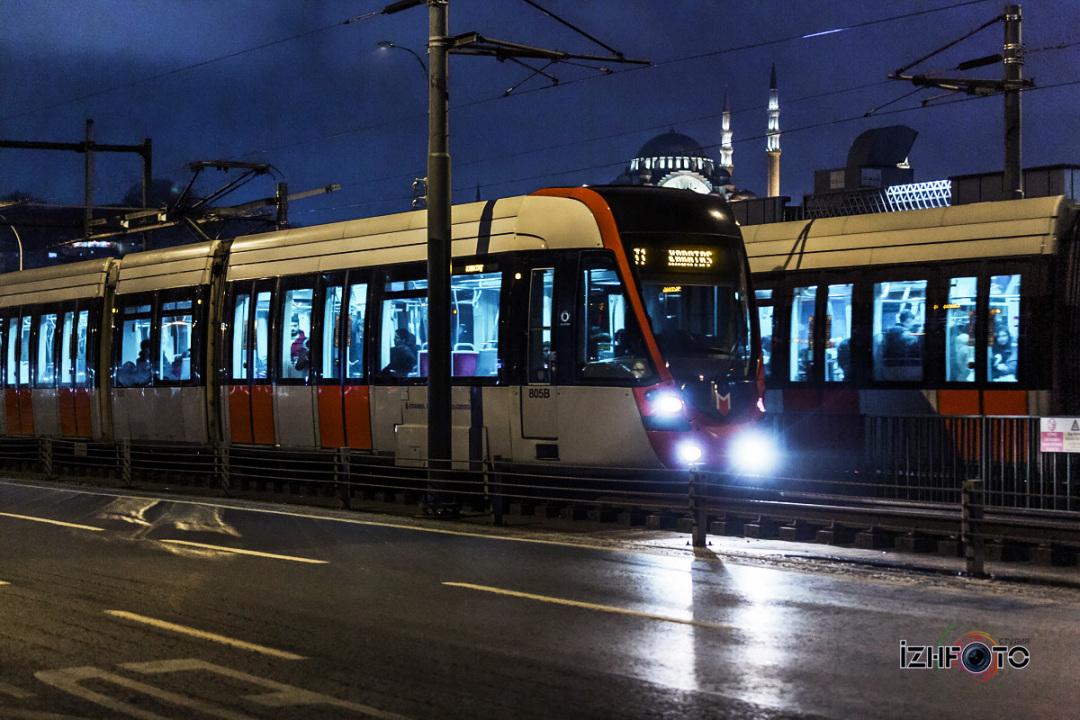 Трамваи на Галатском мосту Фото