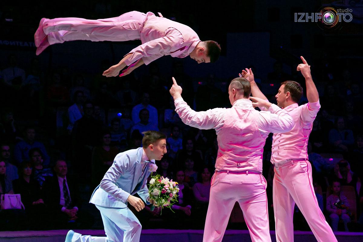 «Свадьба», групповые акробаты на дорожке с минитрампом п/р Владимира Ефимова