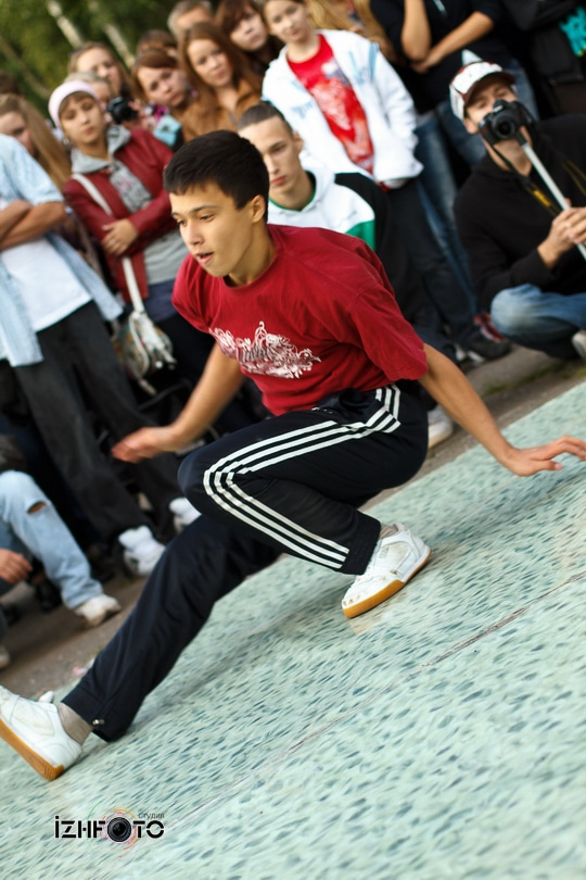 Праздник танцы на улице