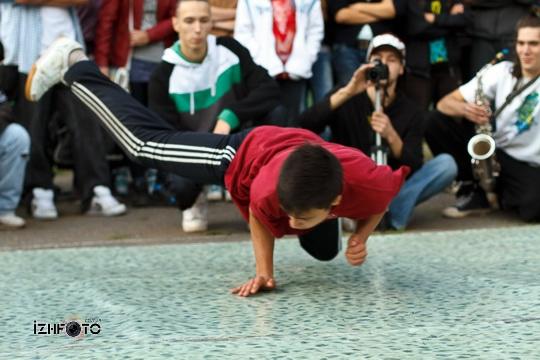 Уличные танцы в Ижевске