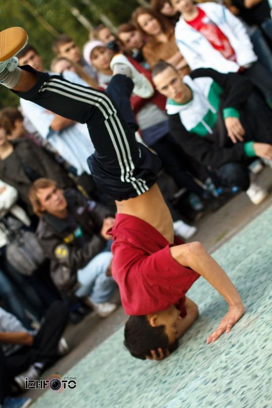 Танцы на улице Фото