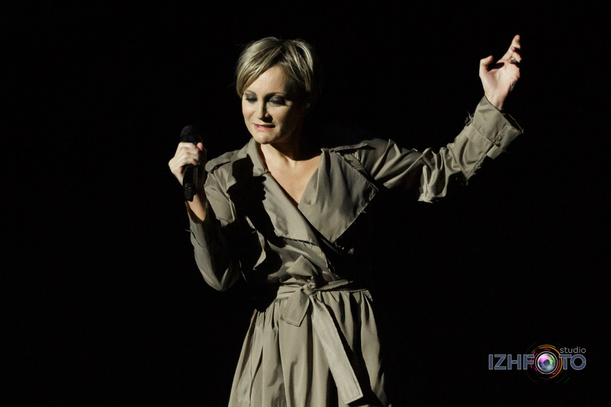Патрисия Каас исполняет песни Эдит Пиаф