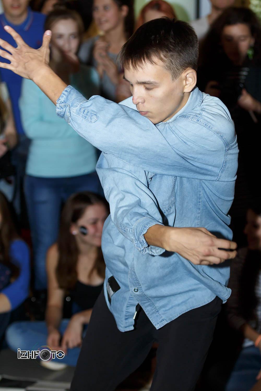 Уличные танцы Фото