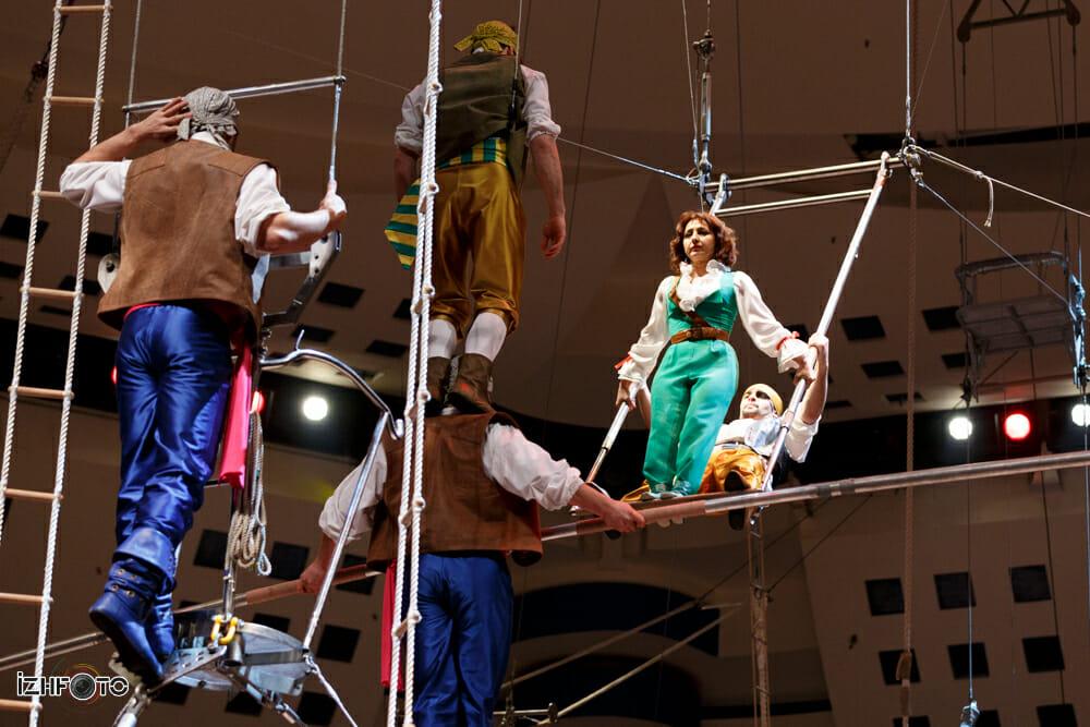 Канатоходцы в Ижевском цирке