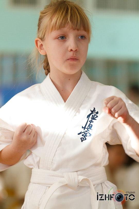 Соревнования по карате Фото