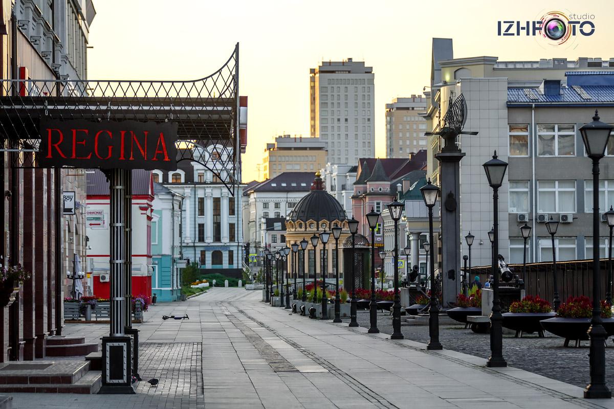 Улица Петербургская в Казани утром