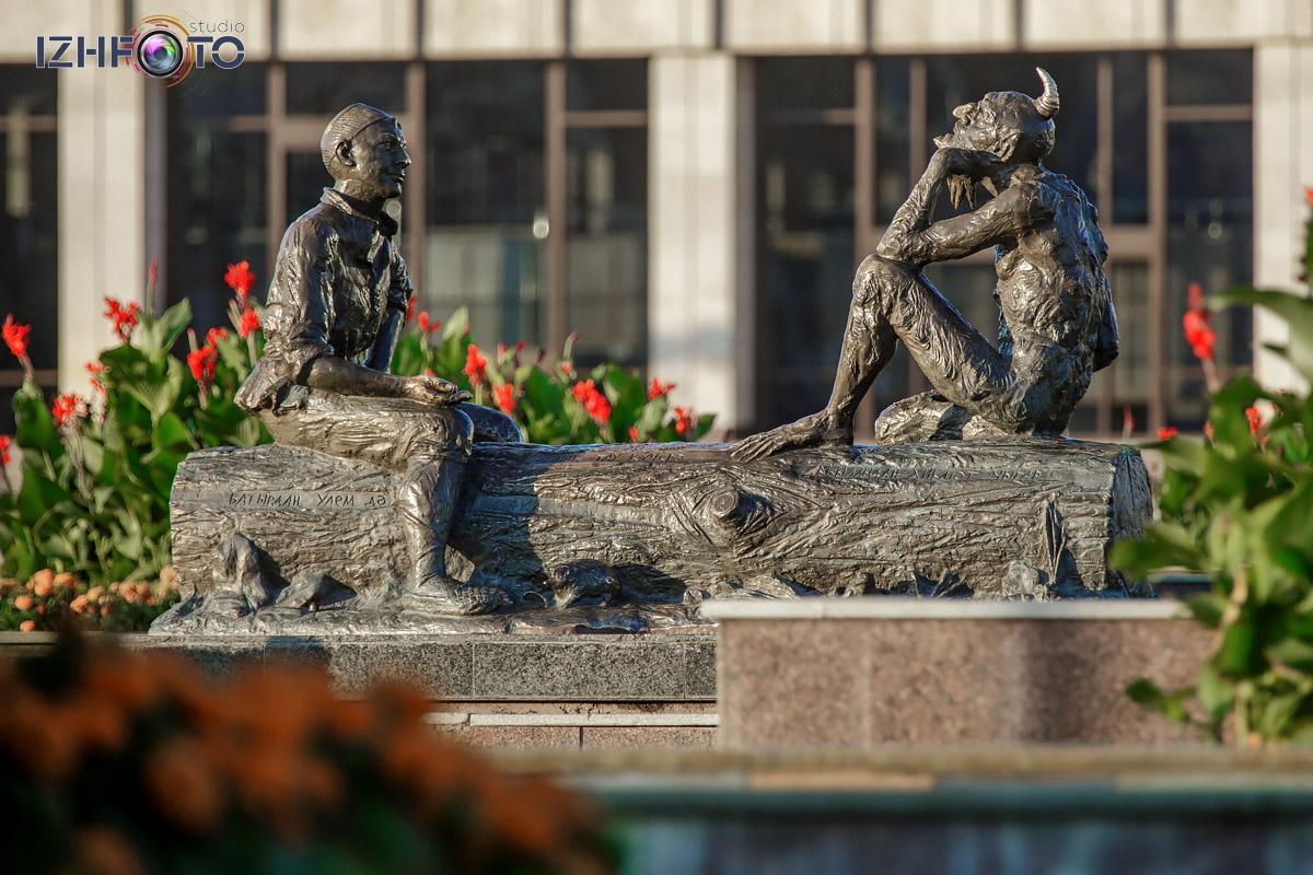 Загадка Шурале - скульпьура в центре Казани Фото