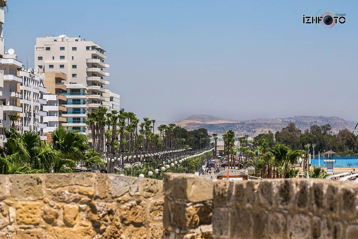 Променад  Финикудес в Ларнаке Кипр