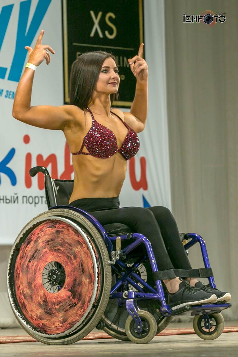 Выступление спортсменов бодибилдинг на колясках