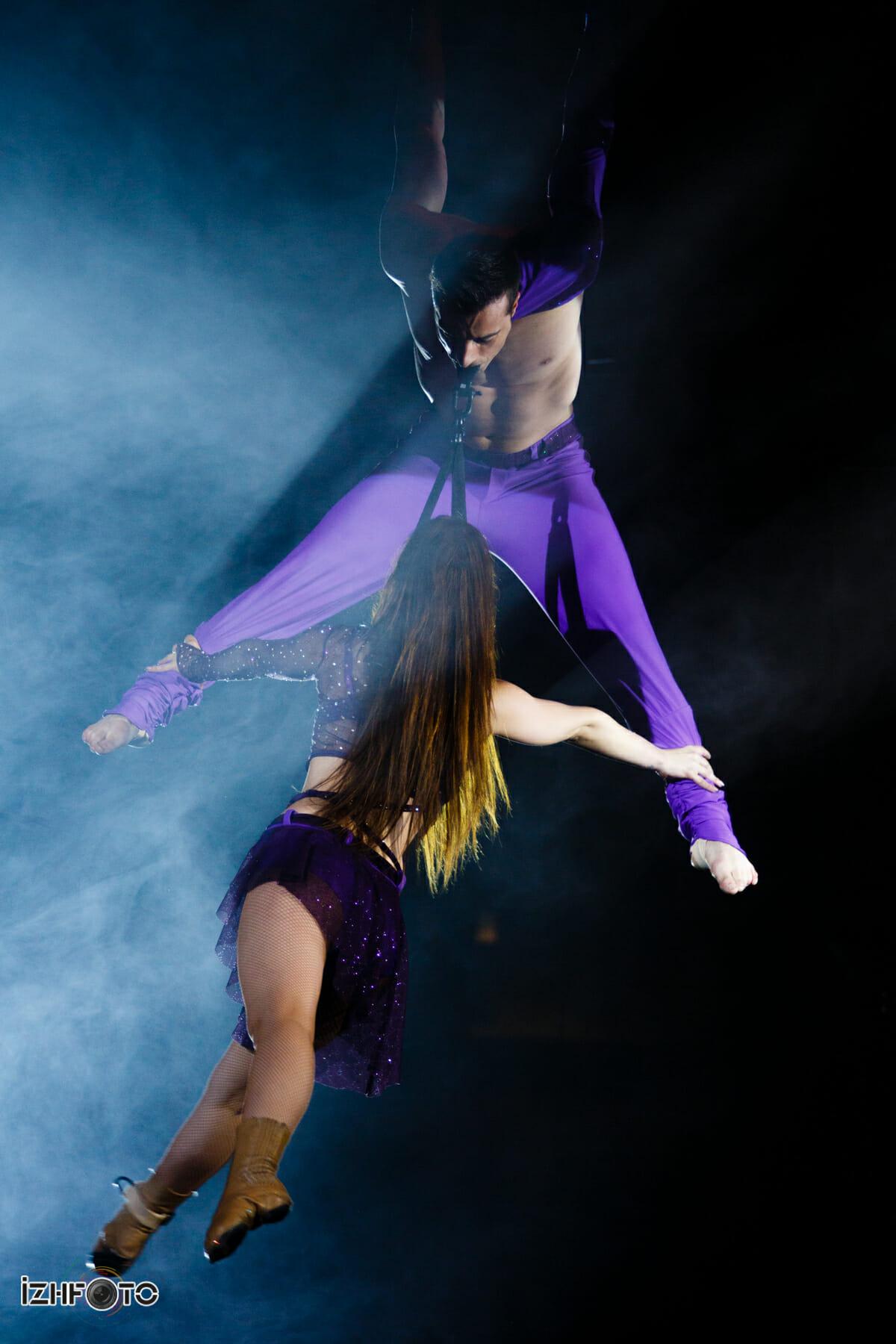 Дуэт Кратос на воздушных ремнях