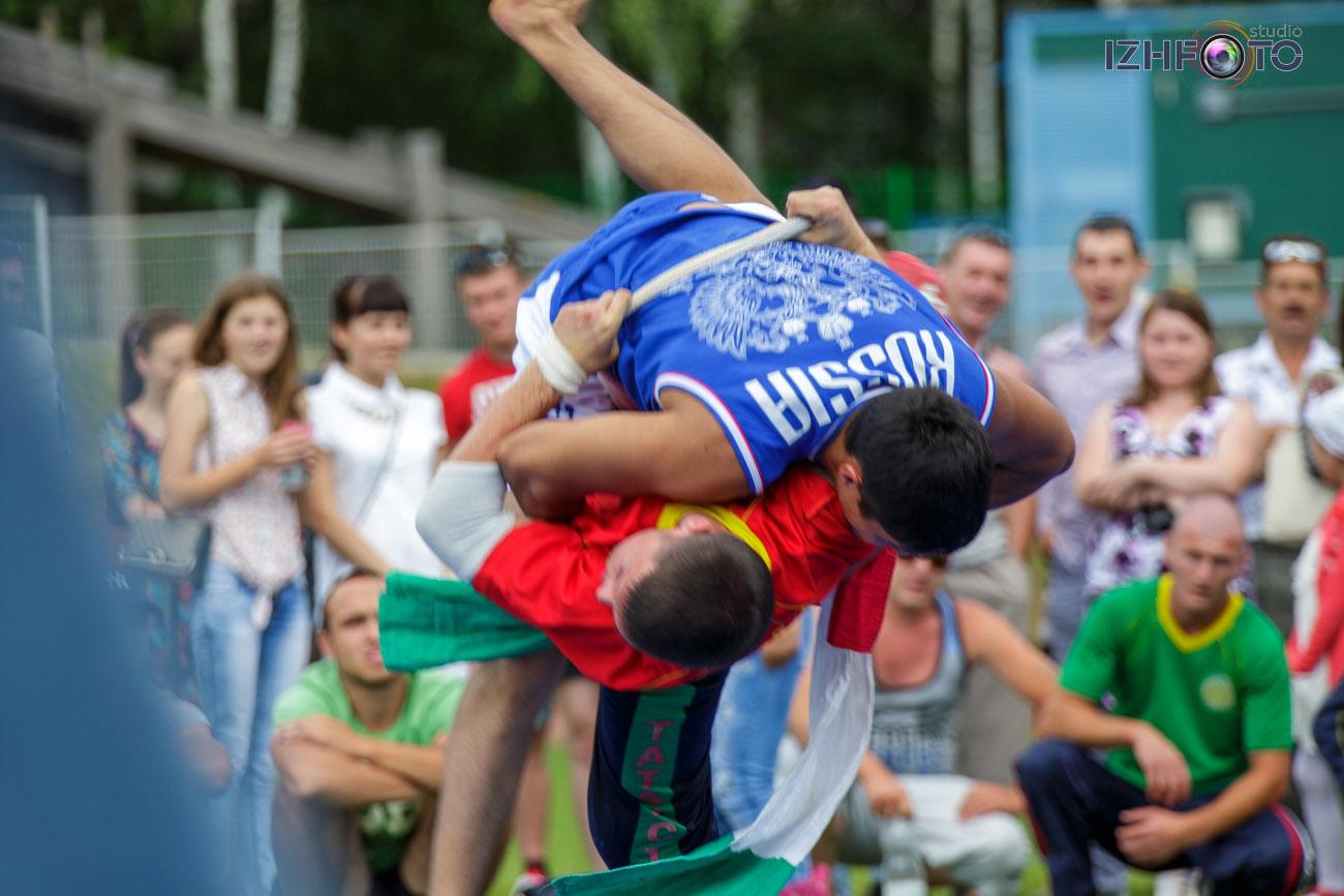 Сабантуй в Ижевске - спортивные состязания Фото