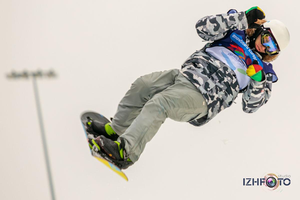 Катание на сноуборде Чекерил