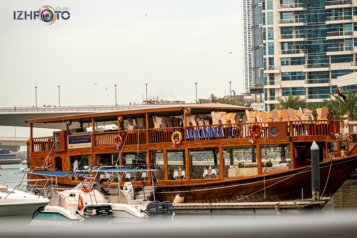 Причалы катеров и яхт Dubai Marina Фото
