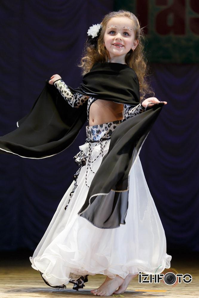 Старова Вика Восточный танец