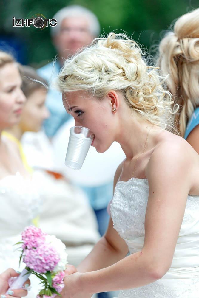 Как бросить букет невесты