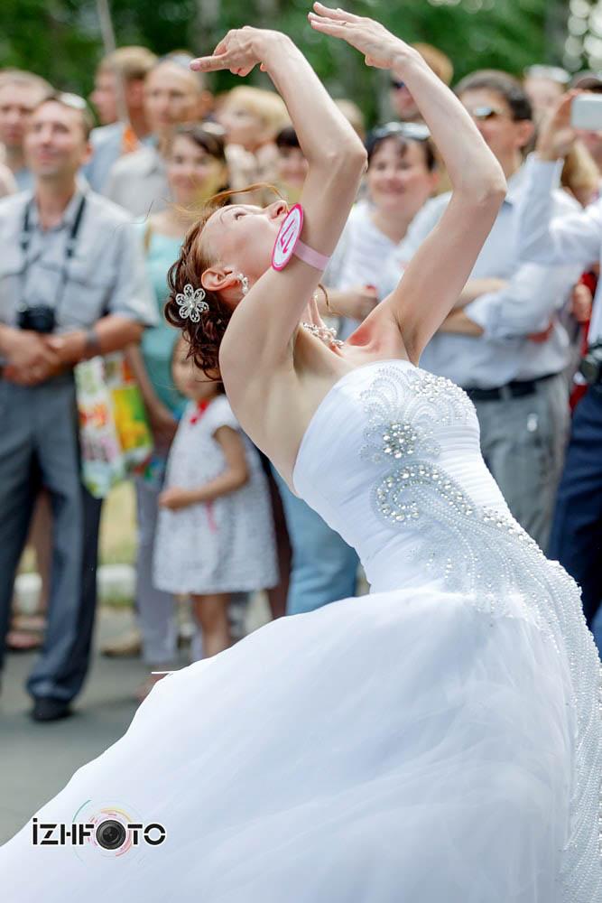 Традиция бросать букет невесты
