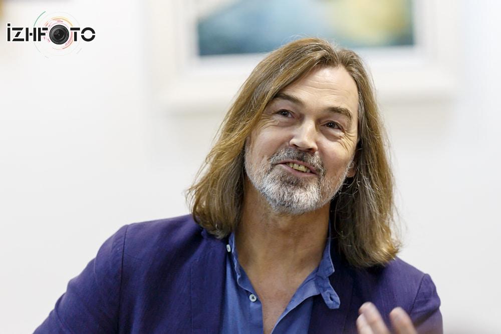 Пресс-конференция Никаса Сафронова