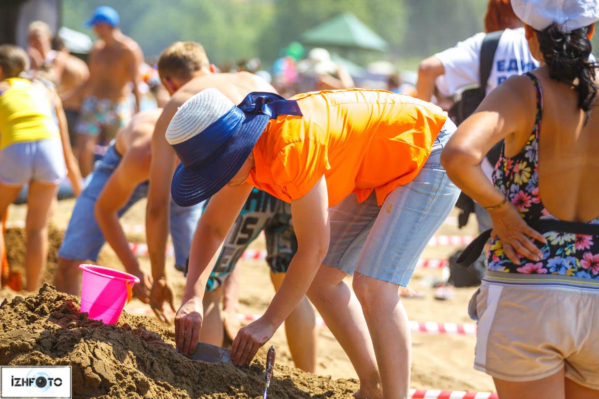 Воткинский пляж, конкурс песочных фигур
