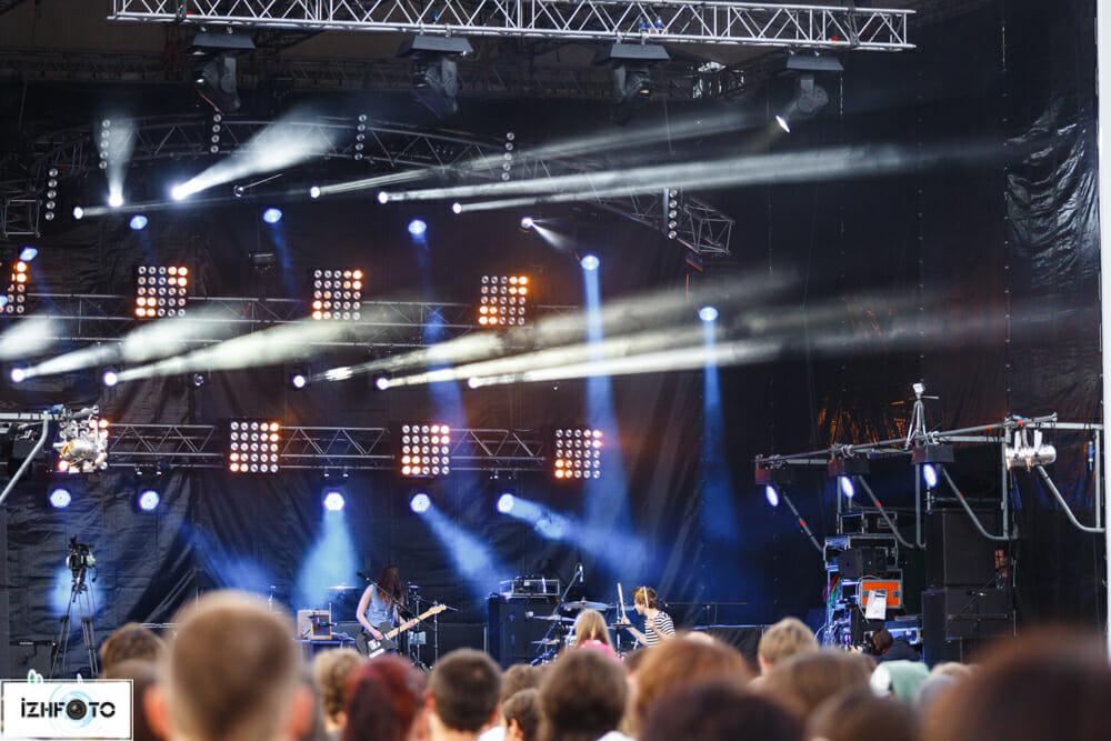 Blood Red Shoes - альтернативная рок-группа из Великобритании