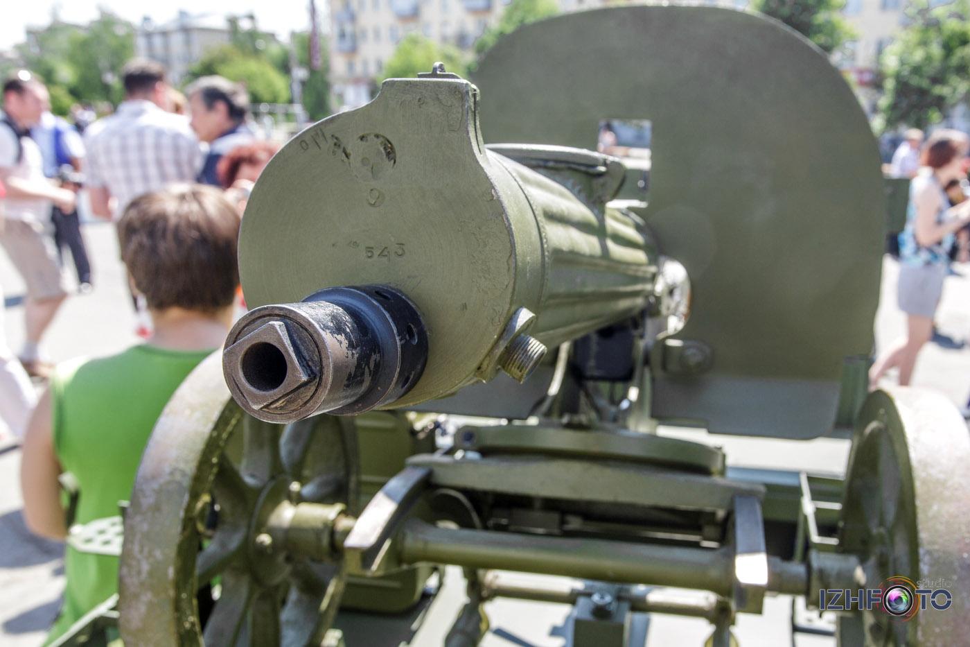 Выставки ретро и военной техники Фото