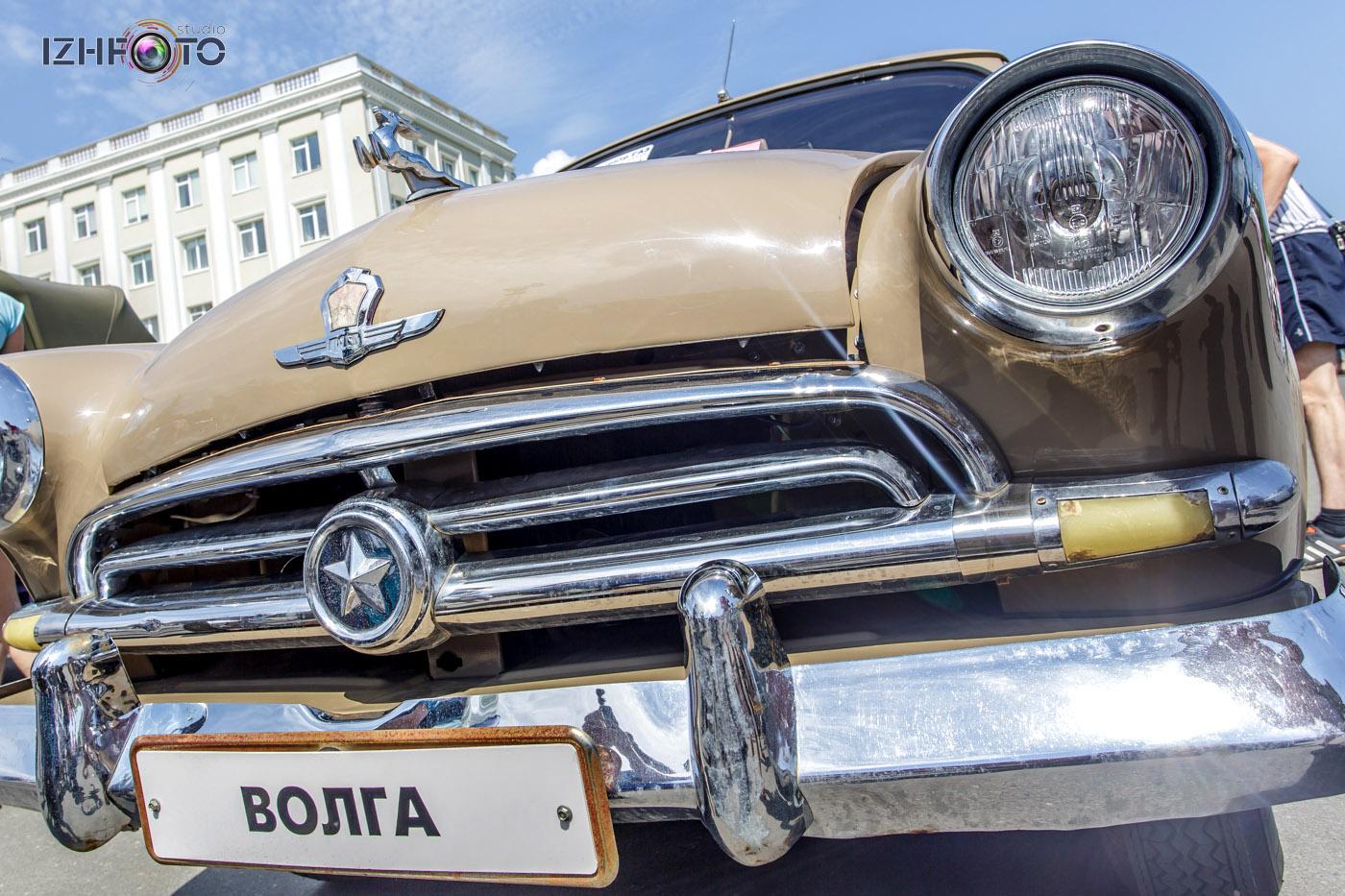 Автомобиль Волга ретро Фото