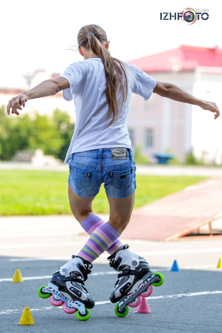 роликобежный спорт — направление нескольких видов спорта, в которых спортсмен (роллер) передвигается на роликовых коньках