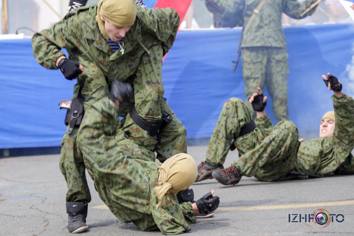 показательные выступления по рукопашному бою воспитанников МБОУ ДОД военно-патриотического центра Росич