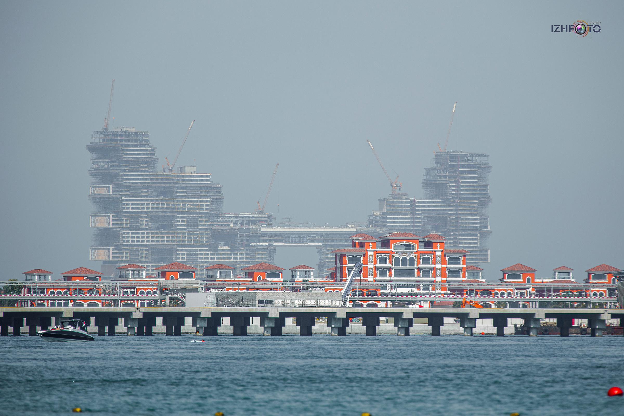 Строительство отелей на The Palm Jumeirah Dubai Photo