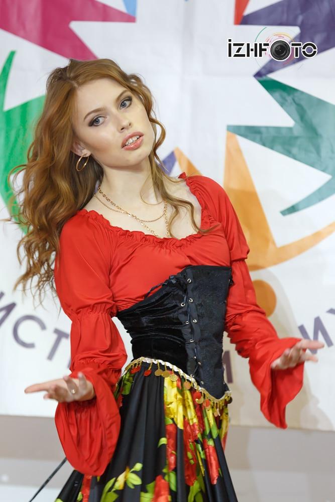 Выступление участниц конкурса на отборочном этапе