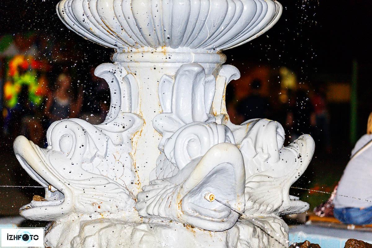 Скульптура времен социализма в Летнем (Генеральском) саду им. Горького в Ижевске