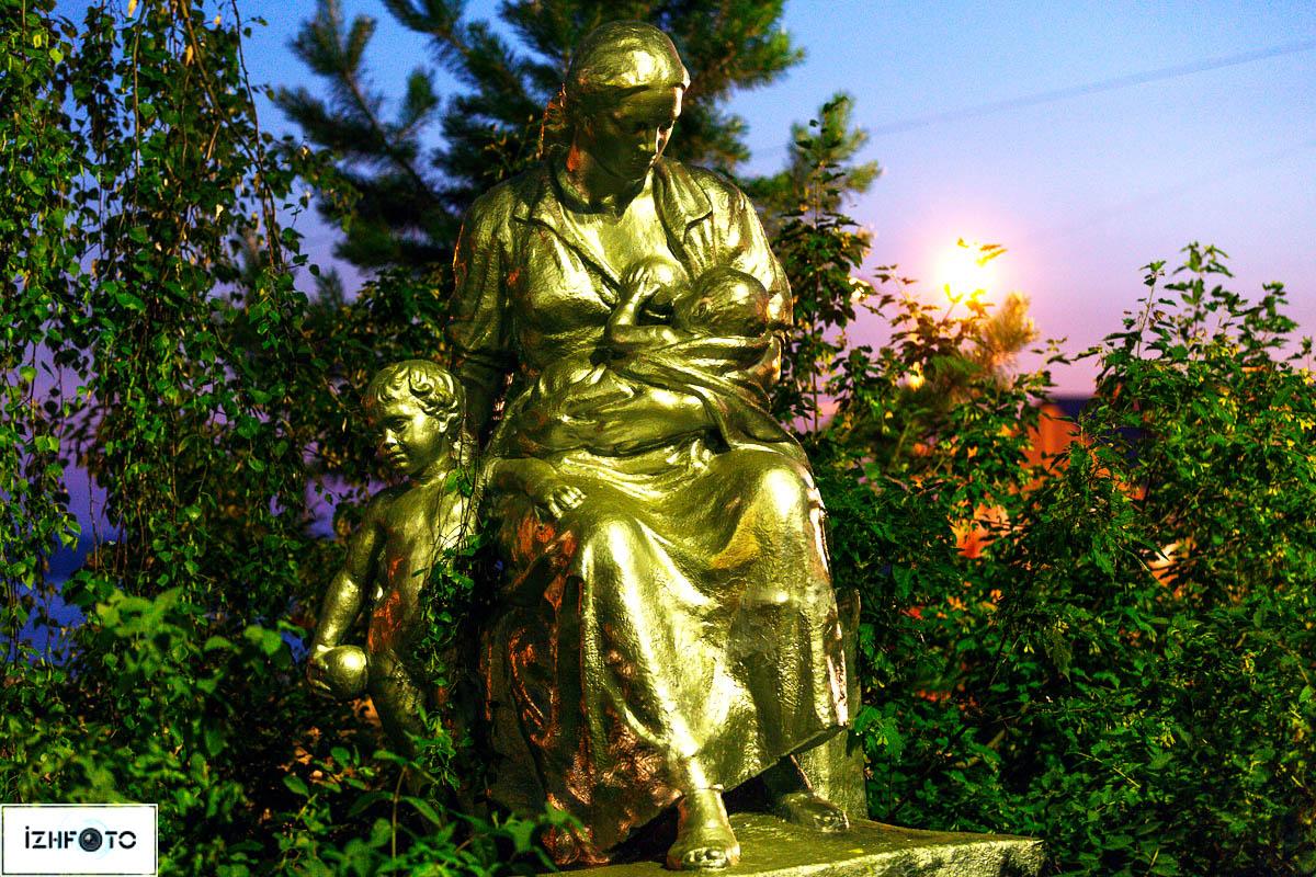 Скульптуры и памятники Ижевска