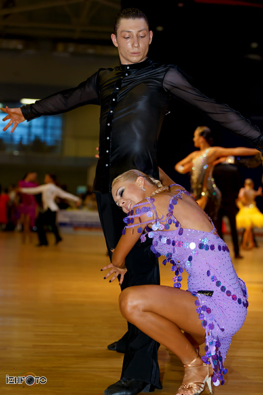 Прически для бальных танцев Фото