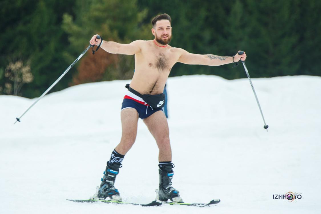 Фото спуска в бикини на горных лыжах и сноубордах