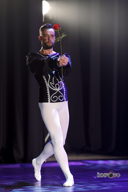 Шоу танцы под дождем в Ижевске
