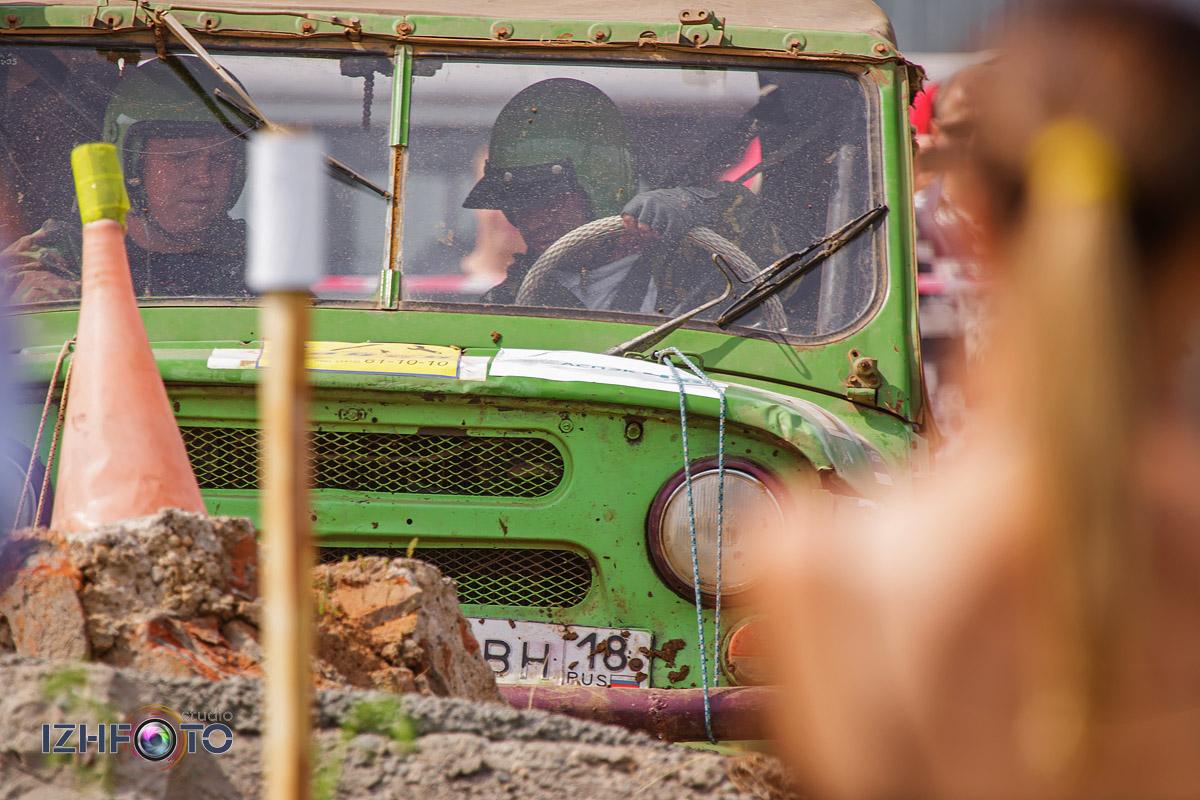Соревнования по джип триалу в Ижевске