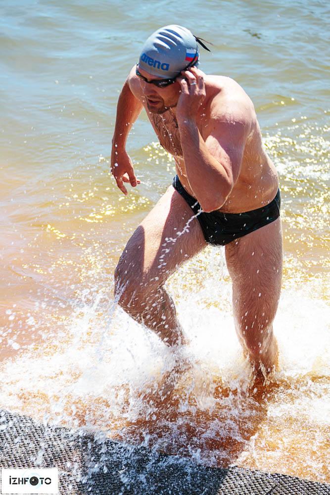 Производится массовый старт всех участников с берега, понтона или прямо из воды