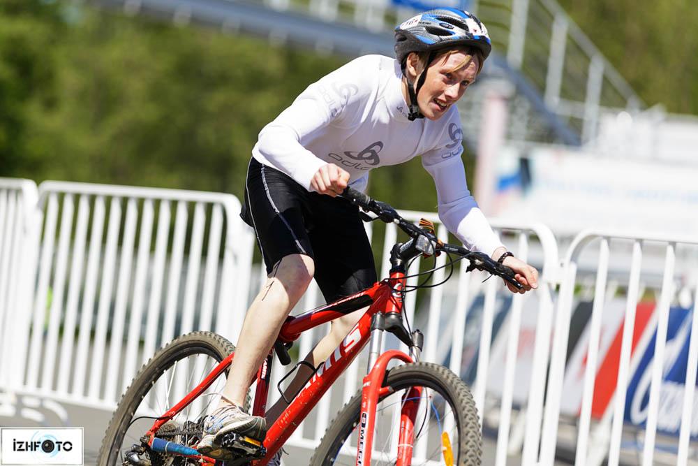 В коротком триатлоне вообще используются обычные шоссейные велосипеды для групповых гонок