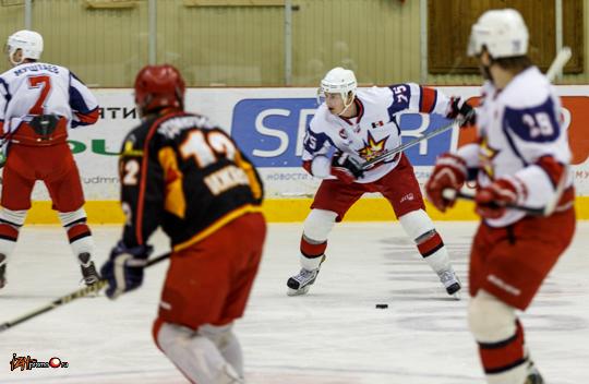 Хоккейный матч между командами Ижсталь и Удмуртнефть