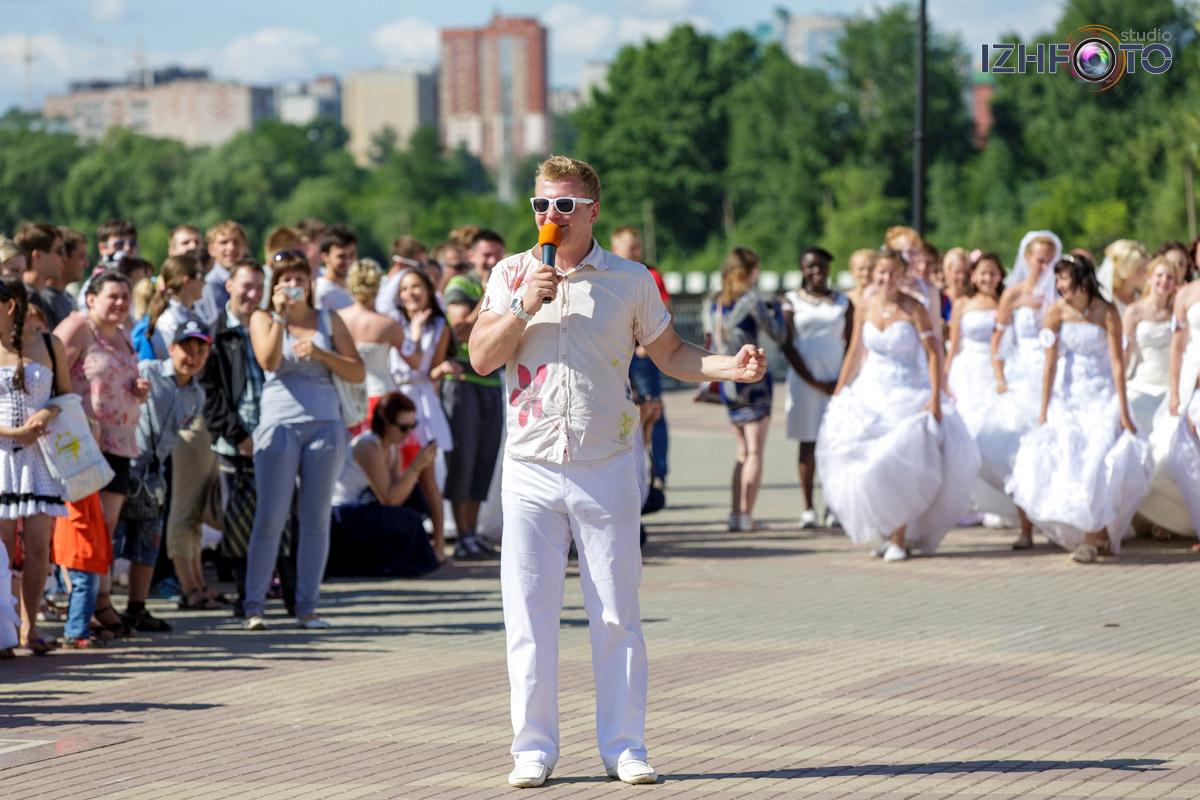 Традиционный забег невест