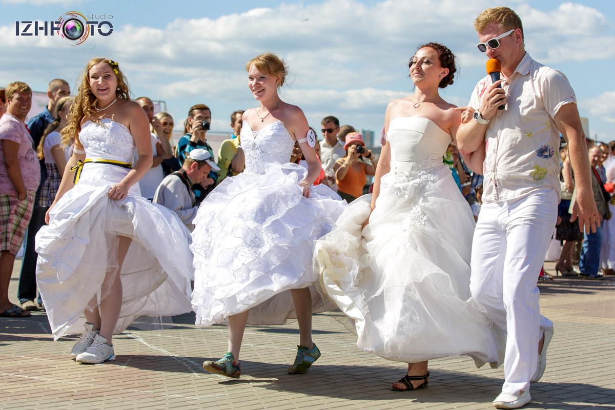 Состязания в беге среди невест