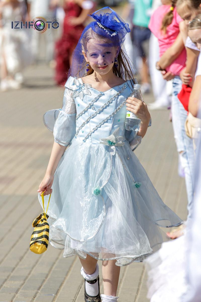 Забег невест на набережной Ижевского пруда