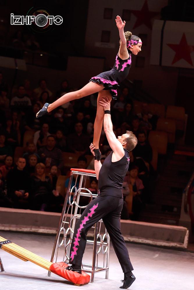 Акробатика на подкидной доске