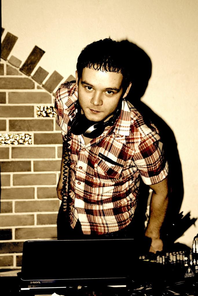 Dj Sultan (Султан Незамутдинов) dj проекта Time Machine (Café Virgin), корпоративный ди-джей