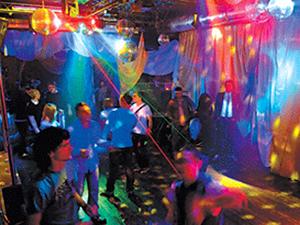 Fashion club, клуб в одном из самых больших торгово-развлекательных центров Ижевска - в ТРК Петровский